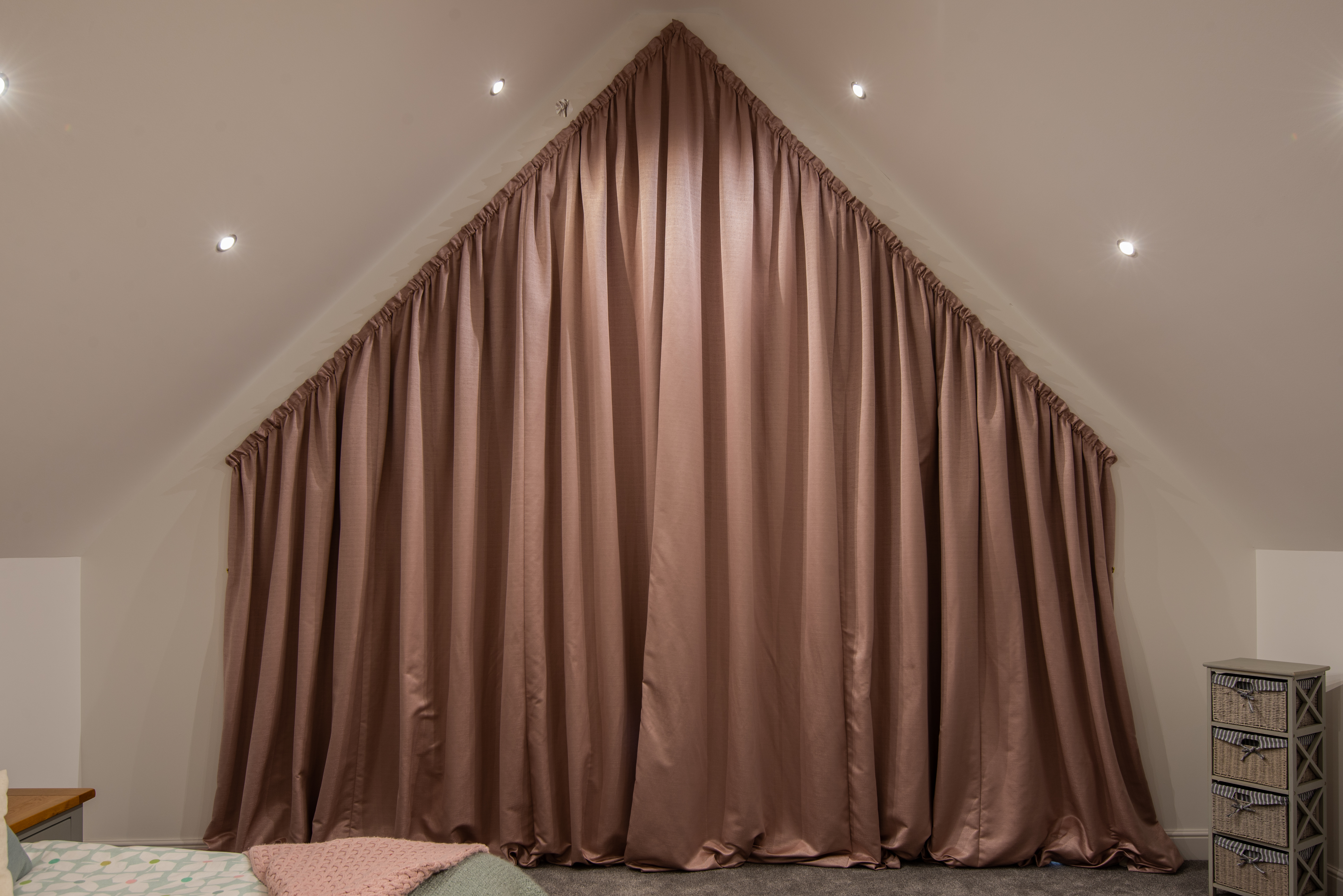 Apex curtains in plain fabric